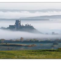 Corfe-castle-at-dawn by Quentin_Bargate