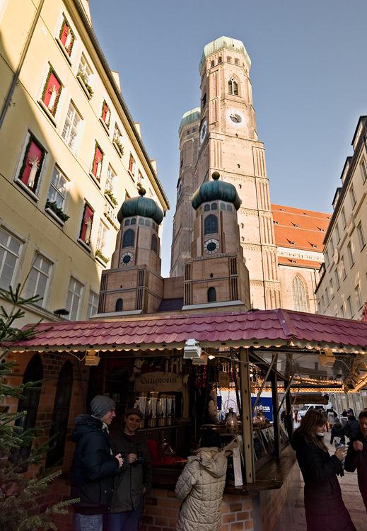 Frauenkirche and miniature by Bob in 2007-12 Munich-Prague
