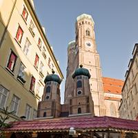 Frauenkirche and miniature by Bob in 2007-12 Munich-Prague