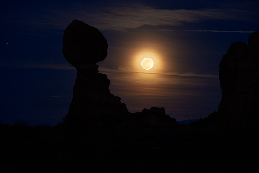 Balanced Moon by Bob in 2015-02 Moab