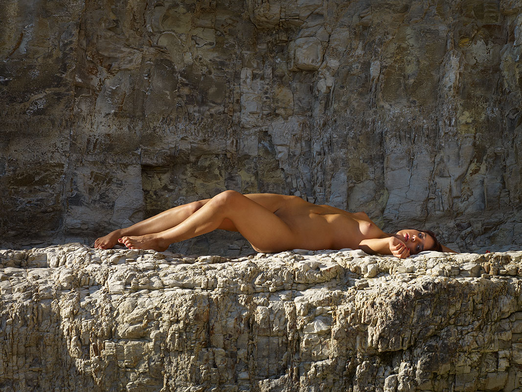 On The Ledge by Bob in NSFW:Hopefully-artistic nudes or implied nudes