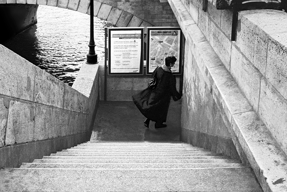 """i'm Late"", Paris by fotografz in fotografz"