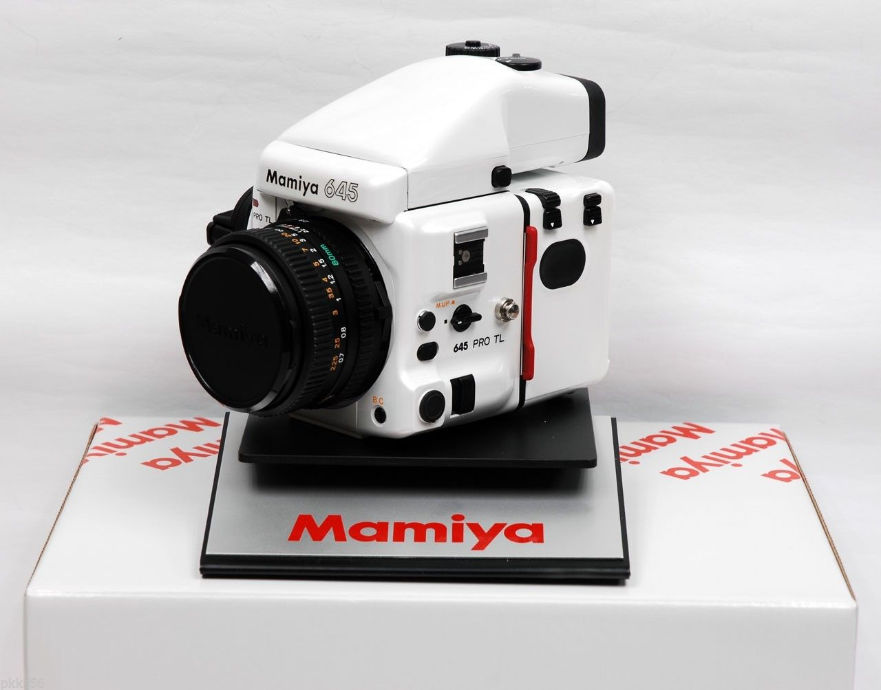 White Mamiya by steve_cor in Regular Member Gallery