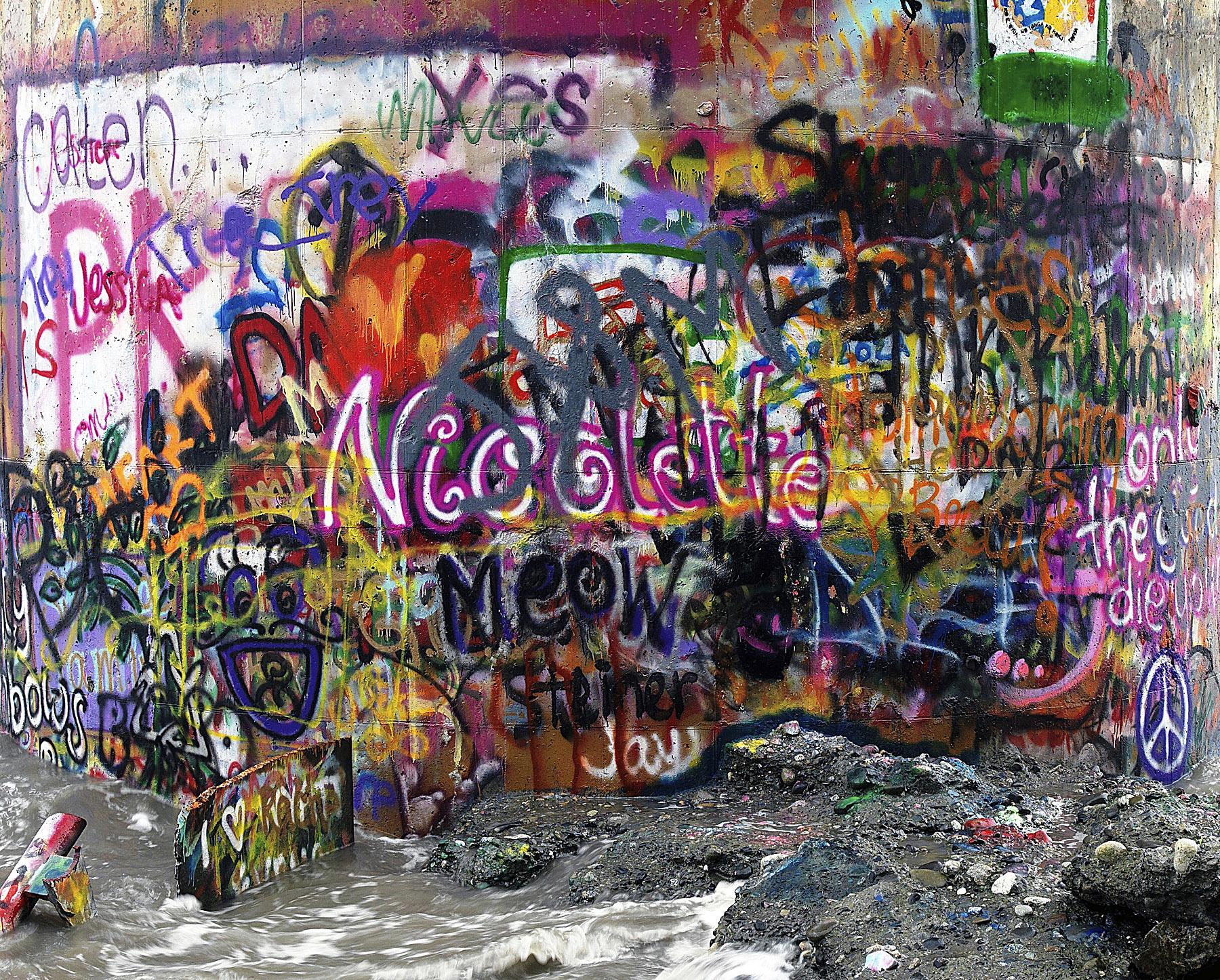 Water Tower Graffiti by bensonga in bensonga